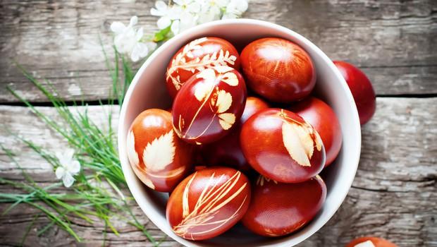 Trije tradicionalni (in naravni) načini barvanja velikonočnih pirhov (foto: Shutterstock)