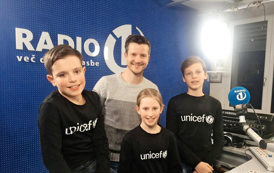 Boštjan Romih z otroki posnel oddajo (foto: arhiv radia 1)