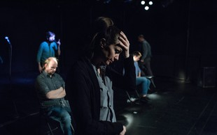 Predstava 6 Žige Divjaka po resničnih dogodkih v Kranju o strahu pred begunskimi otroki