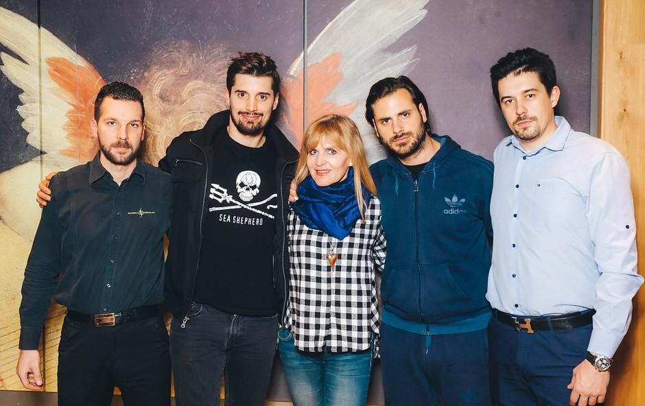 Na fotografiji (z leve): Robert Kralj, Luka Šulić, Dada Jerovšek, Stjepan Hauser in Blaž Plešec (foto: Marko Delbello Ocepek)