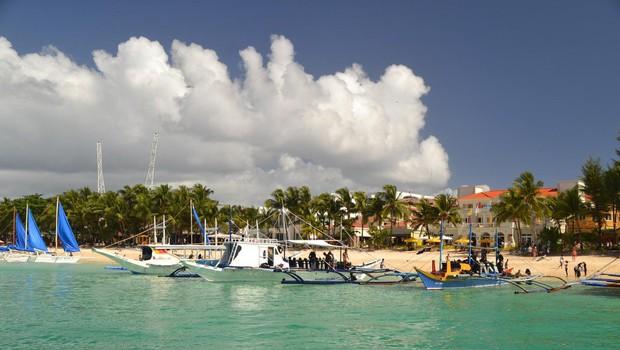 Rajski filipinski otok Boracay bo pol leta zaprt za turiste (foto: Profimedia)
