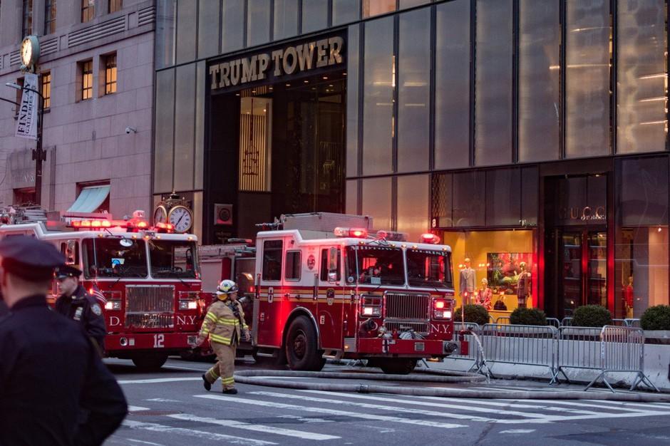 Požar v 50. nastropju Trump Towerja zahteval smrtno žrtev (foto: profimedia)
