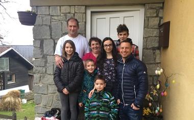 Zbrana sredstva Grubinega memoriala predana družini