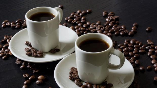 Nutricionisti zatrjujejo, da pri hujšanju pomaga tudi kava (foto: profimedia)