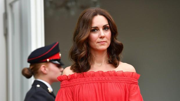 Kate Middleton že pripravila torbo za v porodnišnico (foto: Profimedia)
