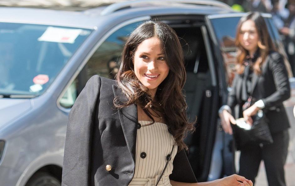 Meghan Markle že pred poroko s princem Harryjem narekuje modne trende (foto: Profimedia)