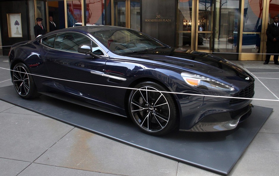 Bondov Aston Martin iztržil na dražbi skoraj pol milijona dolarjev (foto: profimedia)