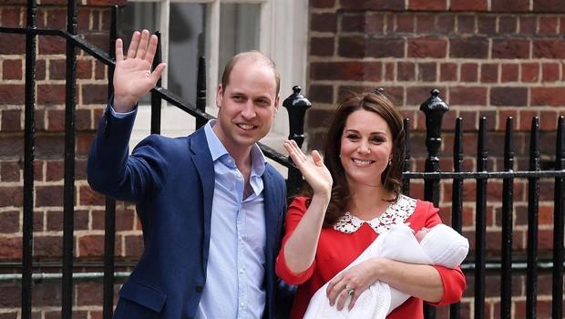 Kate Middleton se je s to gesto pred porodnišnico poklonila pokojni princesi Diani (foto: Profimedia)