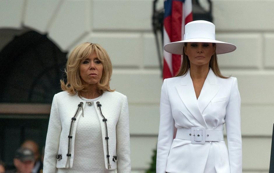Zakaj je Melania Trump nosila velik bel klobuk? (foto: Profimedia)