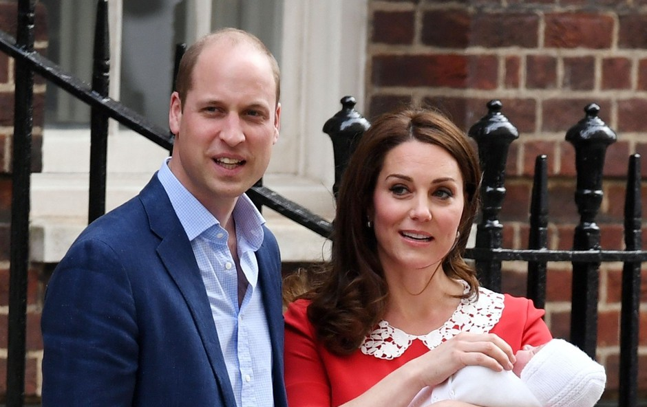 O tem sta se Kate Middleton in princ William pogovarjala na stopnicah pred porodnišnico (foto: Profimedia)