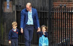 Nagajivi princ George svojo sestrico Charlotte nežno udaril ob prihodu v porodnišnico