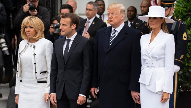 Donald je Melanio skušal prijeti za roko, a ga je zavrnila, kamere pa vse posnele (foto: Profimedia)