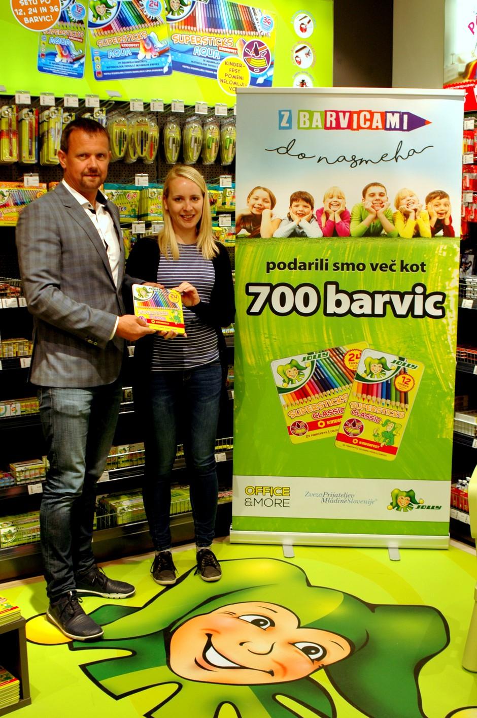 Za otroke zbrali več kot 700 setov barvic (foto: Press)