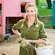 Ljubezen po domače: Tako se je voditeljice Tanje Postružnik Koren lotil podeželski junak