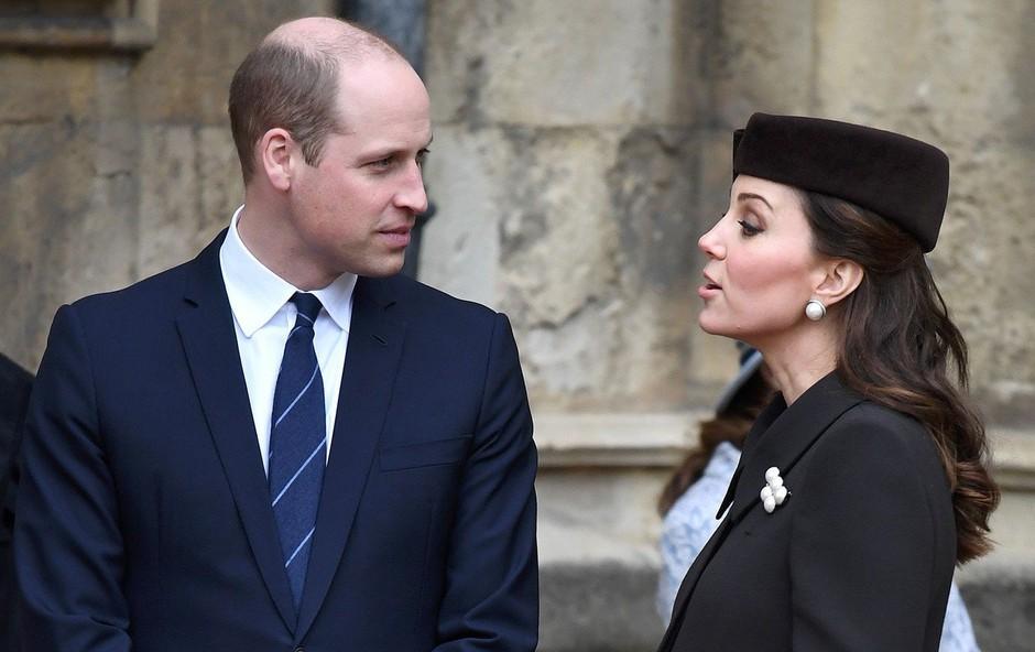 Kate Middleton in princ William ujeta v redkih intimnih trenutkih (foto: Profimedia)