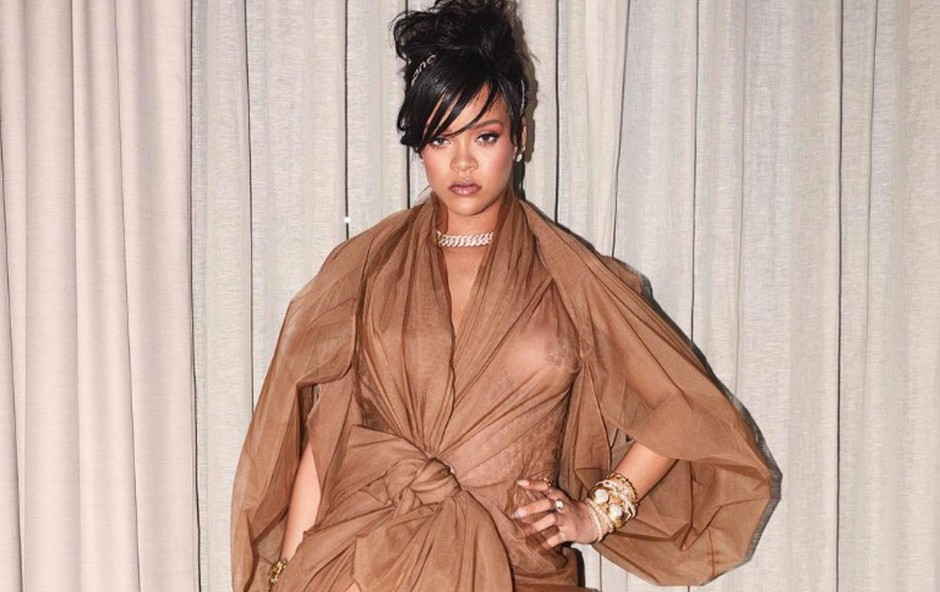 Rihanna pokazala strije in poraščene noge (foto: Profimedia)