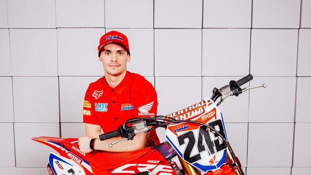 V Škednju je skupno tekmovalo več kot 130 motokrosistov iz Slovenije in sosednjih držav, ponovno je slavil Tim.  (foto: Marko Delbello Ocepek)