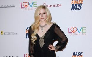 Avril  Lavigne: Bilo je tako hudo, da je komaj hodila