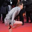Kristen Stewart v Cannesu bosa na rdeči preprogi