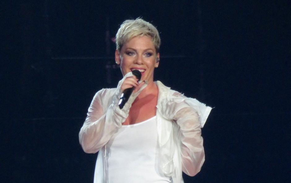 Pevka Pink je s sinom zaradi koronavirusa nekaj tednov preživela v samoizolaciji (foto: Profimedia)