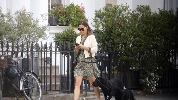 Pippa Middleton pokazala nosečniški trebušček (foto: Profimedia)