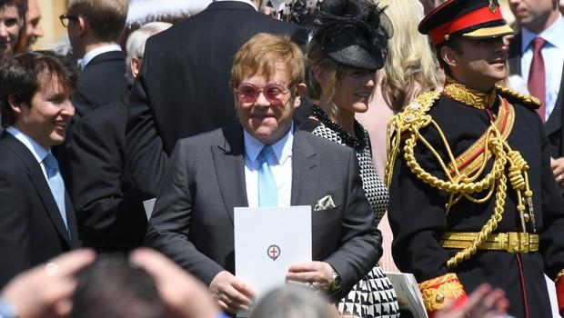 Vsi govorijo o tem, kaj je Elton John naredil po poljubu z Davidom Beckhamom (foto: Profimedia)