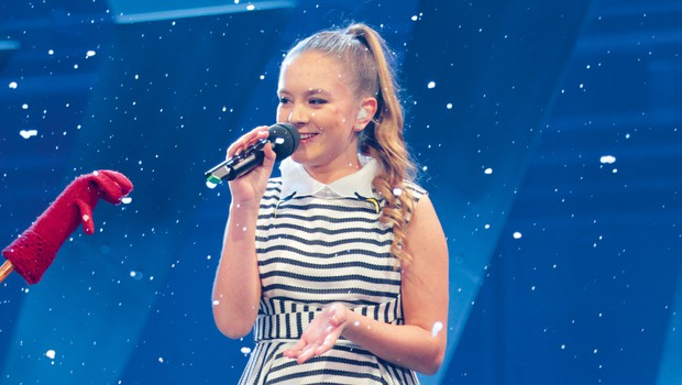 Takšna lepotica je danes pevka Lina Kuduzović (foto: Goran Antley)