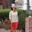Mama Meghan Markle po poroki že ujeta v Los Angelesu na sprehodu s psom