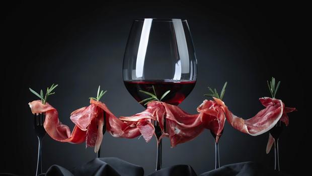 Je rdeče vino zares dobro za kri? Stroka pojasnjuje! (foto: profimedia)
