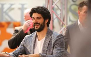 Burak Özçivit razkril, zakaj si že nekaj časa pušča dolge lase