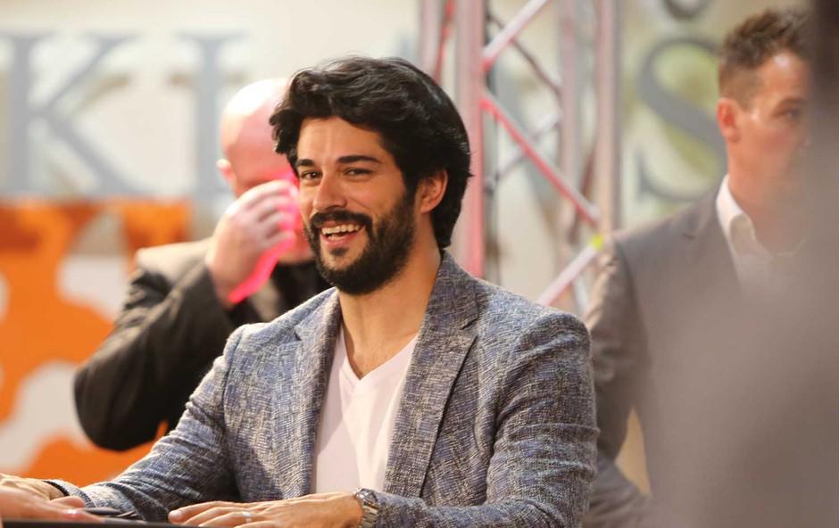 Burak Özçivit razkril, zakaj si že nekaj časa pušča dolge lase (foto: Helena Kermelj)