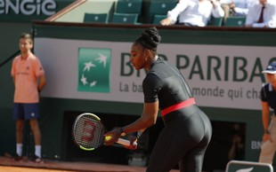 Serena Williams se je osem mesecev po porodu vrnila na teniška igrišča