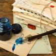 Pisanje razglednic - velika strast literata Aleša Debeljaka, ki jo je gojil za časa življenja!