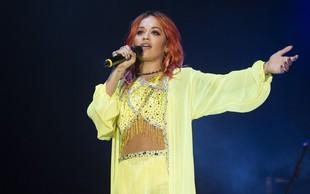 Rita Ora v Tirani s svojo podobo vsem jemala dih
