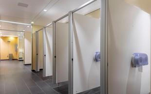 Čistoča toaletnih prostorov na železniških postajah na visoki ravni, vendar ...