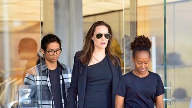 Angelina Jolie je besna kot ris! (foto: Profimedia)