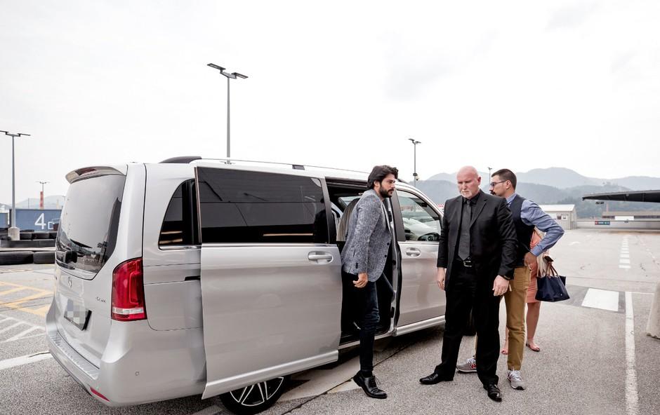 """Čedni Burak: """"Naj pridem še enkrat?"""" (foto: Žiga Intihar, Goran Antley, Gregor Katič)"""