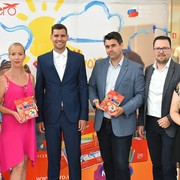 Ponosni na odlično izpeljan projekt: Helena Čož in Lina Antolič iz agencije Luna TBWA v družbi AERO ekipe ter Ote Roš.