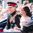 Meghan Markle spraševala princa Harry, če se mora prikloniti kraljici