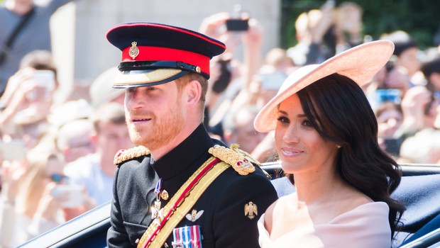 Meghan Markle spraševala princa Harry, če se mora prikloniti kraljici (foto: Profimedia)