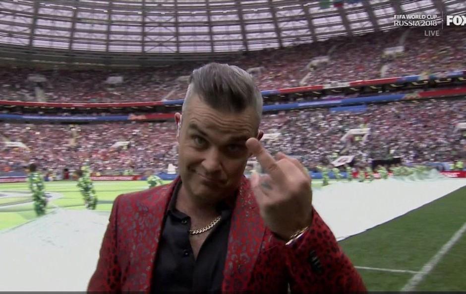 Nastop Robbieja Williamsa na SP-ju v Rusiji je minil čisto v njegovem slogu! (foto: Profimedia)