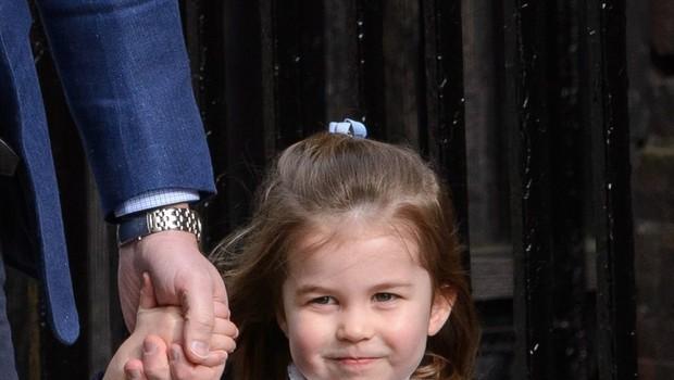 Mala princesa Charlotte s to prikupno gesto vse navdušila (foto: Profimedia)
