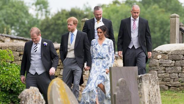 Meghan Markle padala po travi, princ Harry jo je ujel v zadnjem hipu (foto: Profimedia)