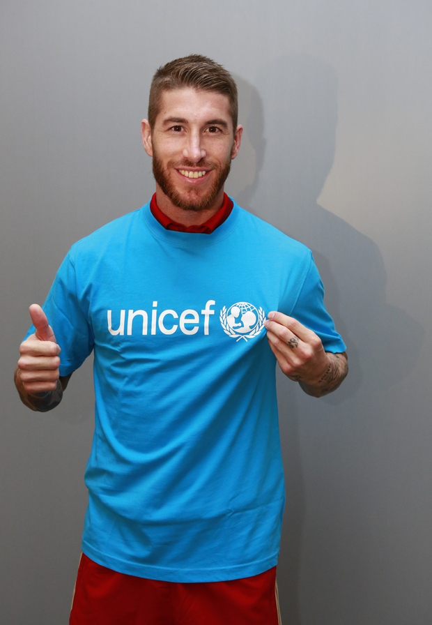 UNICEF-ov ambasador Sergio Ramos presenetil otroke na igrišču (foto: Press)