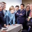 """Donald Trump naj bi Angeli vrgel bonbone na mizo: """"... da ne boš rekla, da ti nisem nič dal!"""""""
