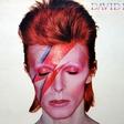 Kultna fotografija Davida Bowieja odslej v muzeju Victoria in Albert