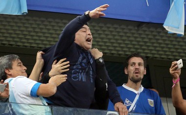Diego Maradona je po drami v Sankt Peterburgu potreboval še zdravniško pomoč!