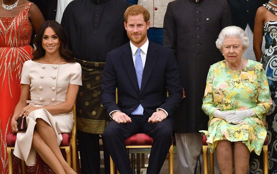 Meghan Markle spet napačno prekrižala noge in ujezila kraljico (foto: Profimedia)
