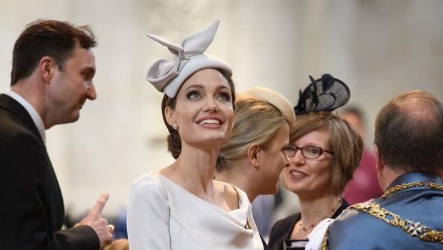 Angelina Jolie bolj elegantna od celotne kraljeve družine (foto: Profimedia)