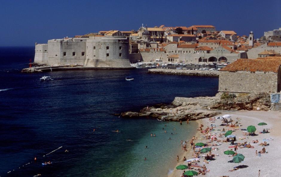 Pri Dubrovniku ukradli mestni avtobus in povzročili prometno nesrečo (foto: Profimedia)